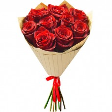Букет Красные розы в крафте из 9 ро...